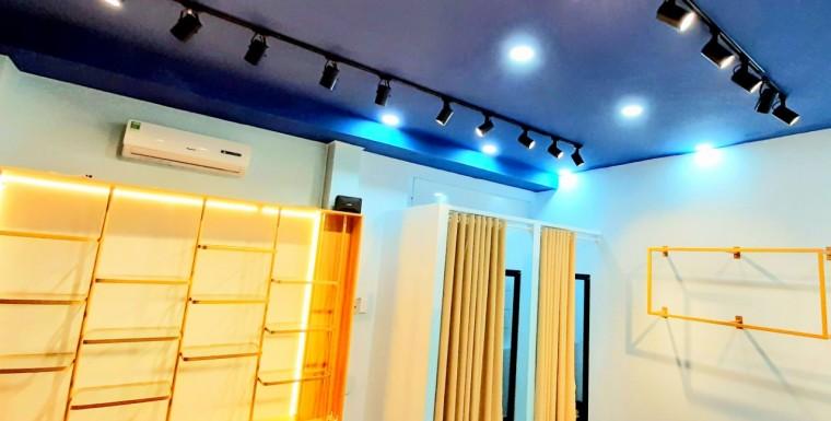 Những loại đèn chiếu sáng chuyên dùng cho shop thời trang